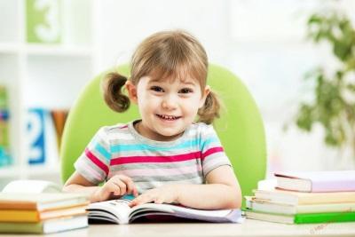 Girl dengan buku