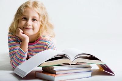 Anak di belakang buku