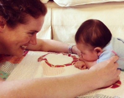 De ontwikkeling van de vaardigheid om het hoofd bij baby's vast te houden - oefeningen ter versterking van de nekspieren
