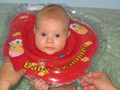 Circle Baby Swimmer in de nek voor het baden van pasgeboren baby's